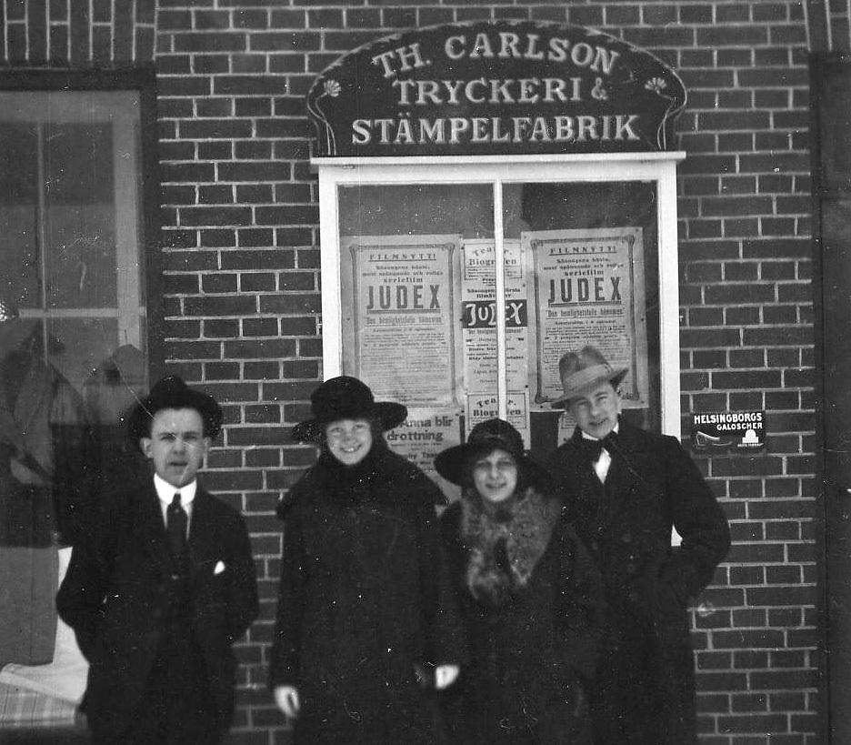 Thage Carlsson set up the TH Carlson Tryckeri och Stämpelfabrik [Printing Works and Stamp Factory] in 1919. When he changed his surname to Strålfors in 1936, the company was named TH Strålfors Boktryckeri [Book Printing Works].
